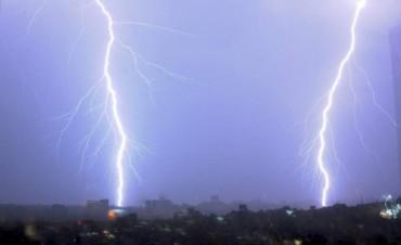Fuerte tormenta eléctrica deja decenas de televisores quemados