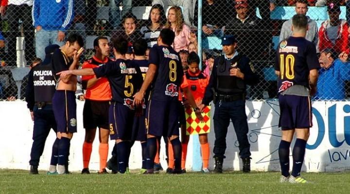 En un partido con polémicas, Atlético empató en Mackenna