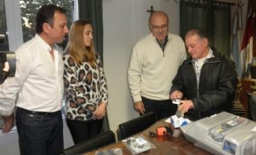 Raúl Ríos, hijo del recordado médico, donó un cardiodesfibrilador para el Hospital Municipal