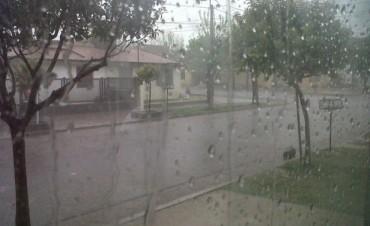 Llovió y cayó granizo en Adelia María