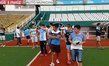 El plantel de Municipal jugó con Belgrano y visitó el Kempes