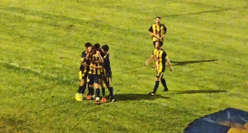 Atlético Adelia María y un arranque promisorio, goleó al último campeón