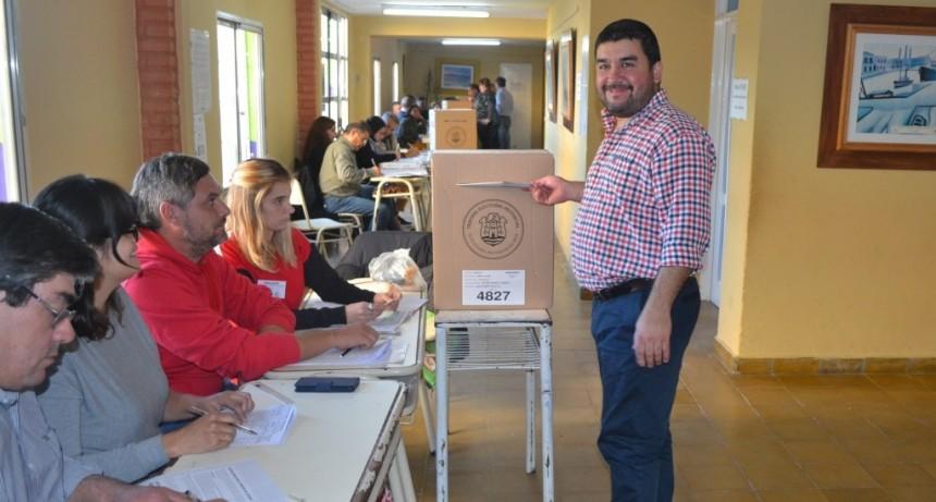 Carlos Benítez reelecto en Huanchilla.
