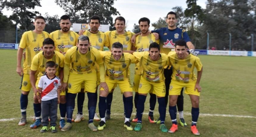 Atlético volvió a sumar de a 3 de visitante, bajó al puntero San Martín.