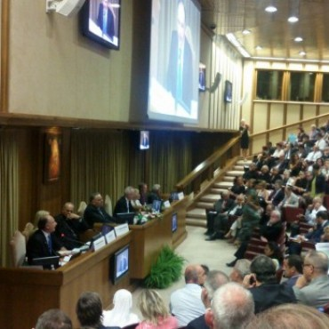 Accastello disertó sobre Trata en el Vaticano ante la presencia del Papa