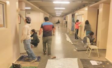 Padres de la escuela Olmos pintaron aulas y galerías