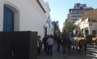 El grupo de cabalgatas de Tierra y Tradición llegó a San Miguel de Tucumán.