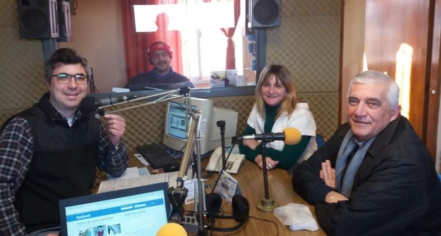 El Obispo Adolfo Uriona visitó los estudios de la radio