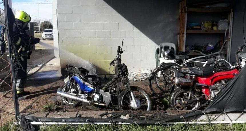 Dos motos se quemaron en el Barrio 144 viviendas