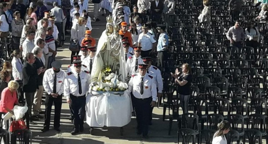Cientos de fieles acompañaron a la Virgen de la Merced en su día.